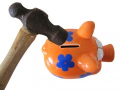 Piggy Bank by Images_of_Money via Flickr / CC
